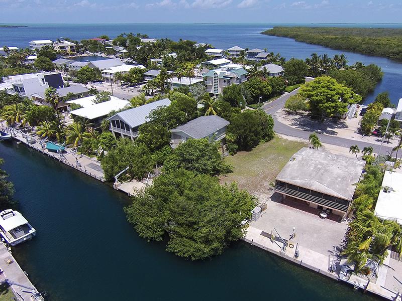 土地 为 销售 在 Canal Front Lot 167 Plantation Ave 种植园, 佛罗里达州, 33070 美国