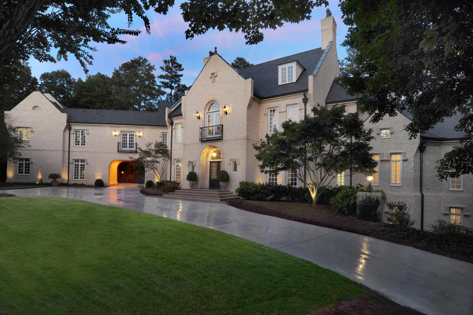 Casa Unifamiliar por un Venta en Exceptional Estate Home 105 E Chambord Drive NW Atlanta, Georgia, 30327 Estados Unidos