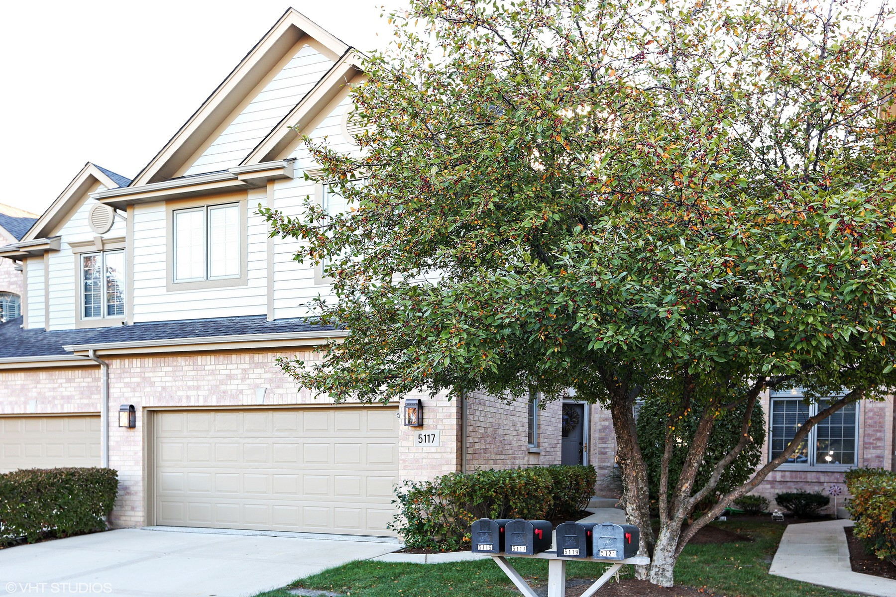 Townhouse for Sale at Creek Drive 5117 Creek Drive Western Springs, Illinois, 60558 United States