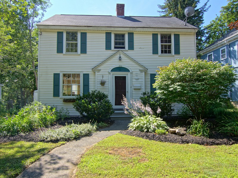 Single Family Home for Sale at Eclectic West End Colonial 782 Middle Road Portsmouth, New Hampshire 03801 United States