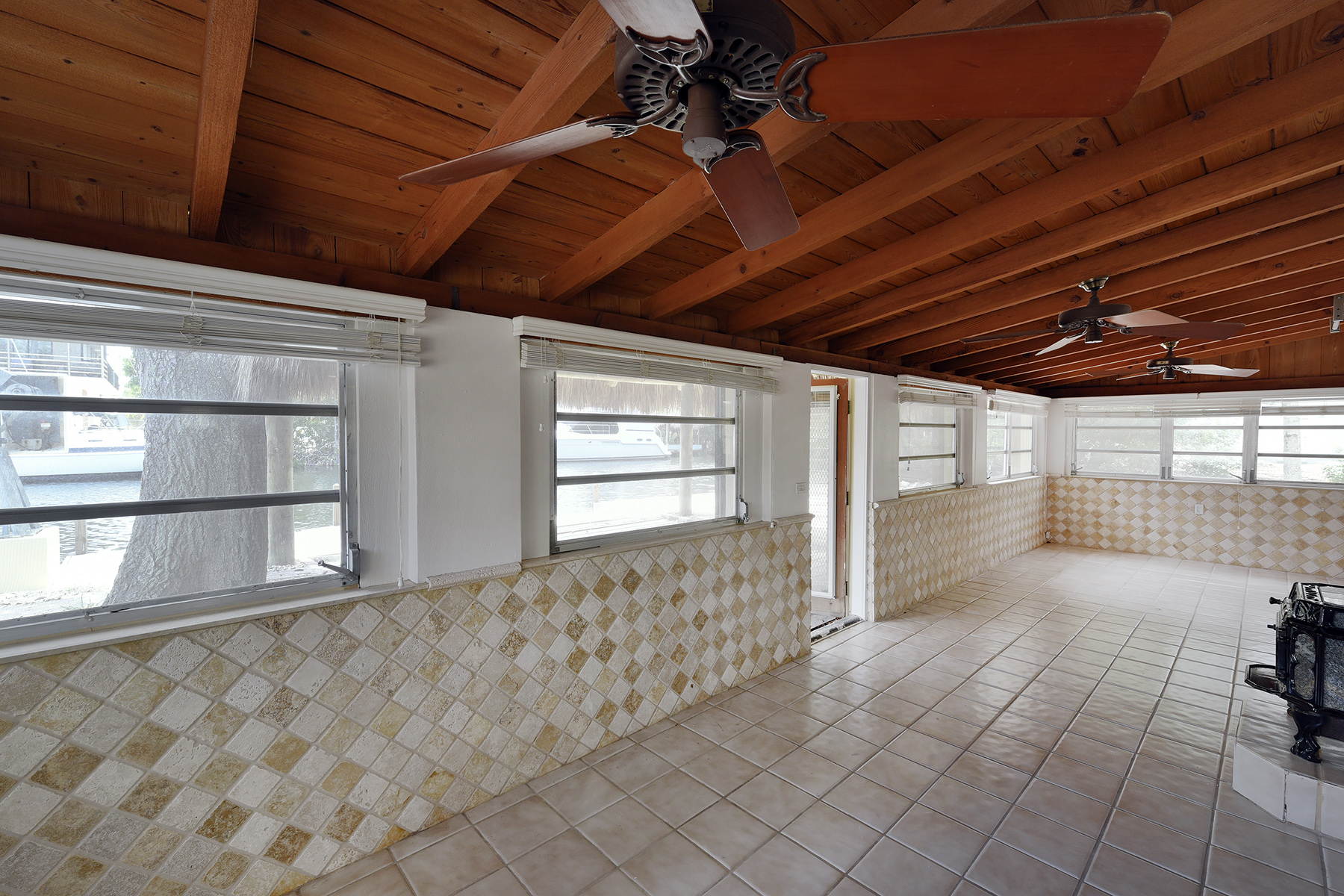 Additional photo for property listing at Ground Level Canalfront Home 26 Jean La Fitte Drive Key Largo, Florida 33037 United States