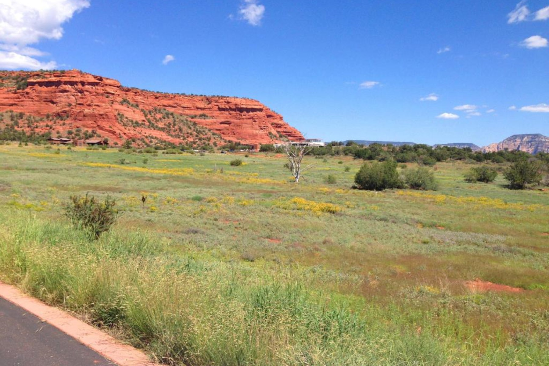 Đất đai vì Bán tại Aerie Lot 38 - Central 2.9 acre lot with expansive views of Doe Mountain. 345 Aerie RD 38 Sedona, Arizona 86336 Hoa Kỳ
