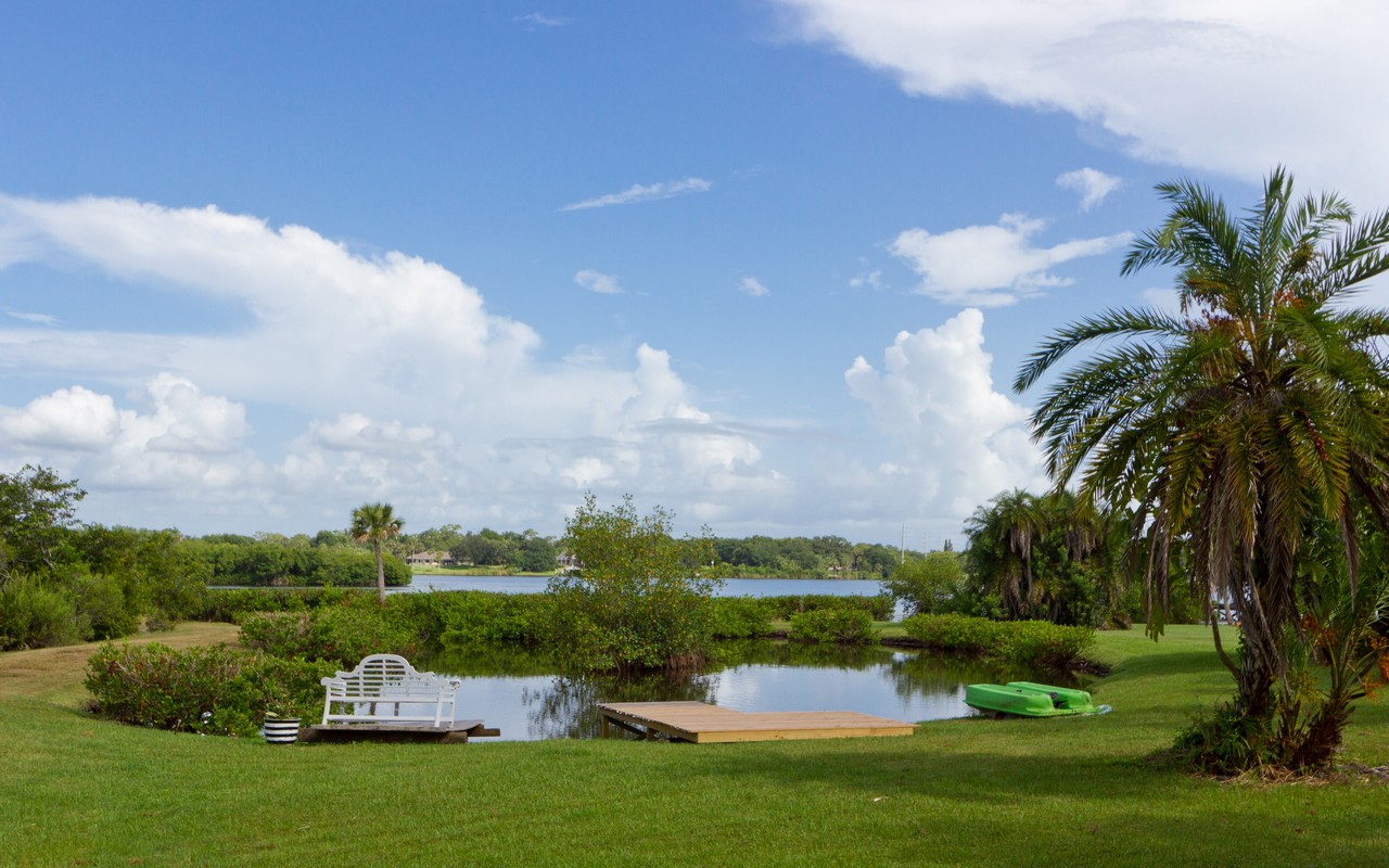 Maison unifamiliale pour l Vente à Gorgeous Riverfront Views! 12825 83rd Avenue Sebastian, Florida, 32958 États-Unis