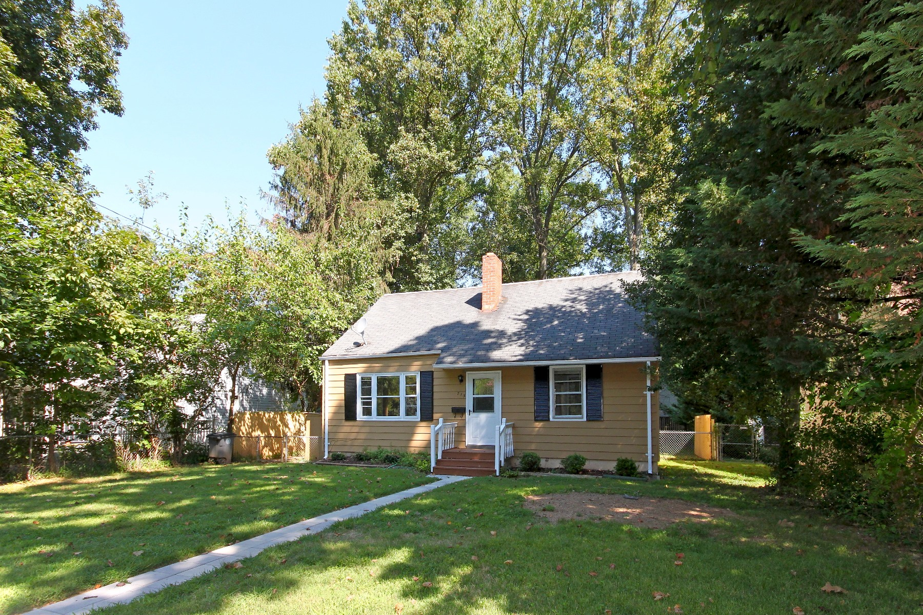 rentals property at 713 Roxboro Road, Rockville