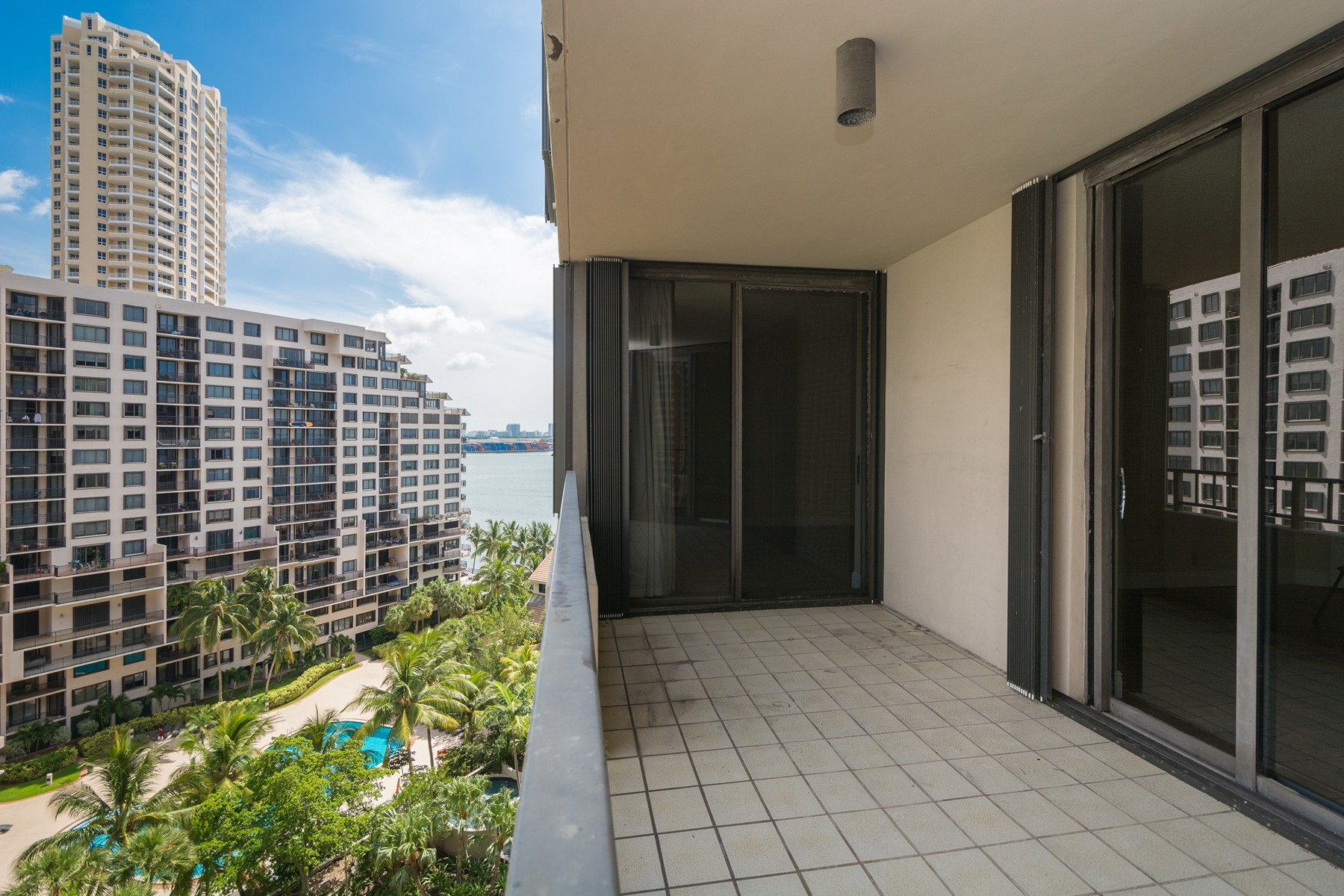 Property For Sale at 520 Brickell Key Dr #1210