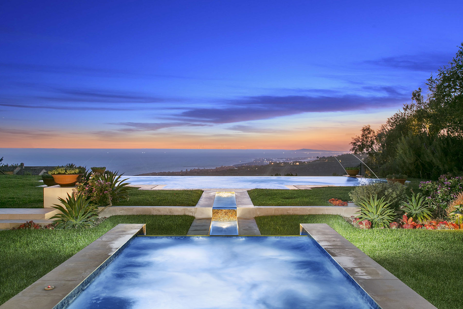 Villa per Vendita alle ore 27 Tide Watch Newport Coast, California 92657 Stati Uniti