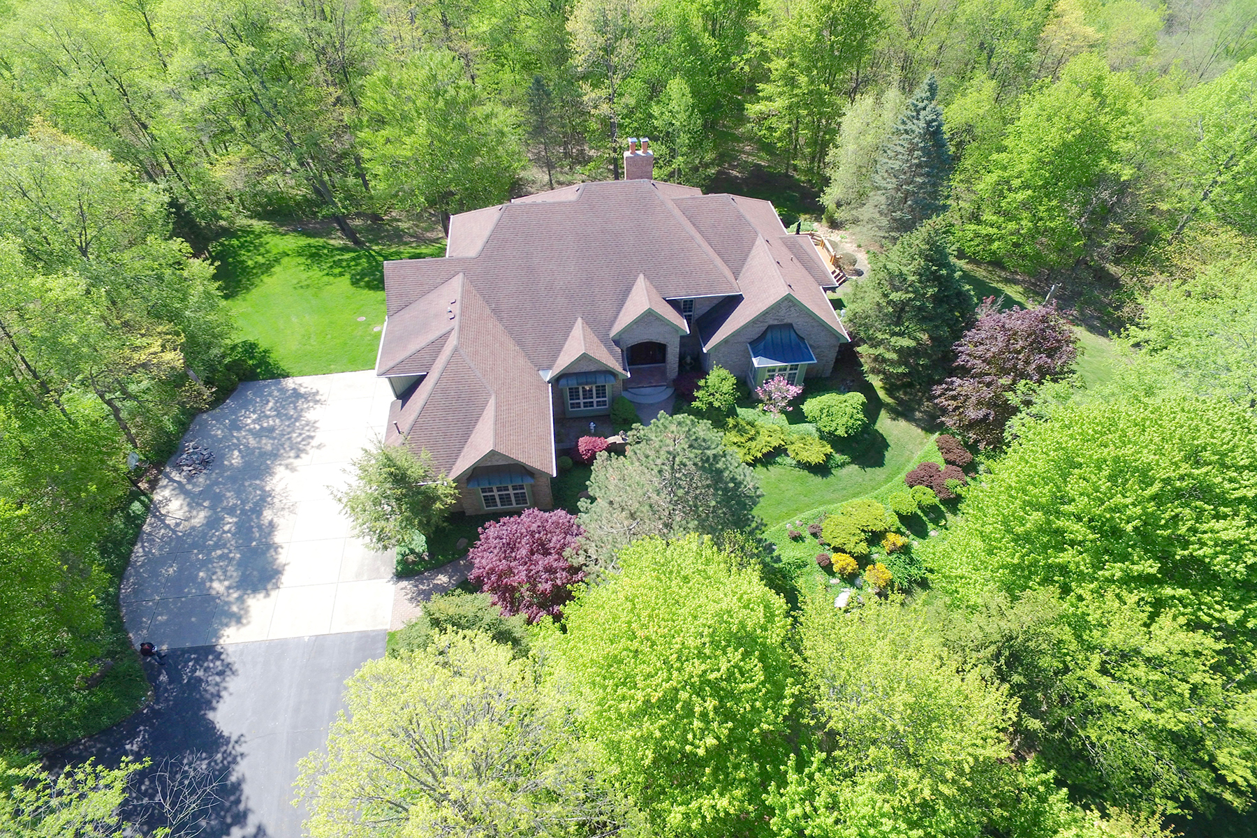 Maison unifamiliale pour l Vente à Canton Township 8400 N Ridge Road Canton, Michigan, 48187 États-Unis