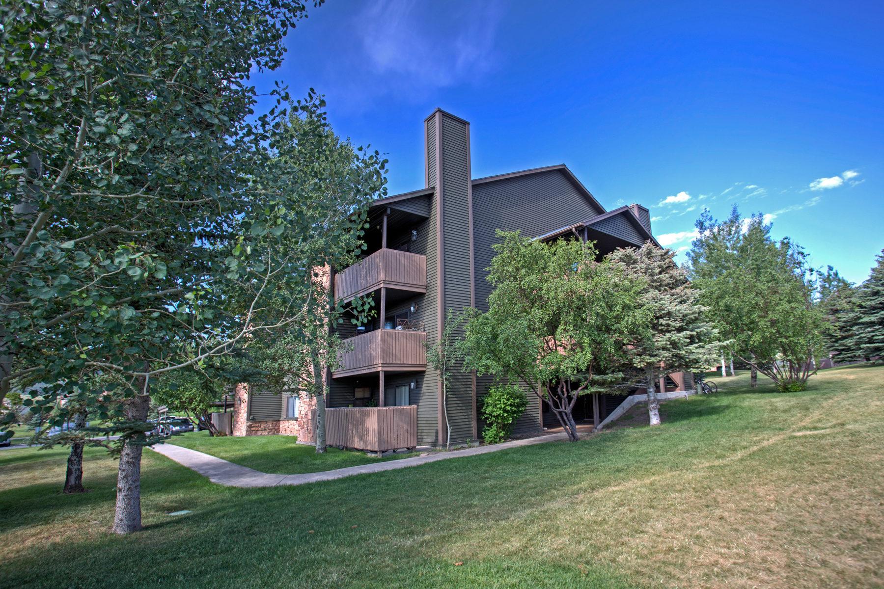 Кооперативная квартира для того Продажа на Quiet Two Bedroom Loft Condo 6821 North 2200 West #11K Park City, Юта, 84098 Соединенные Штаты