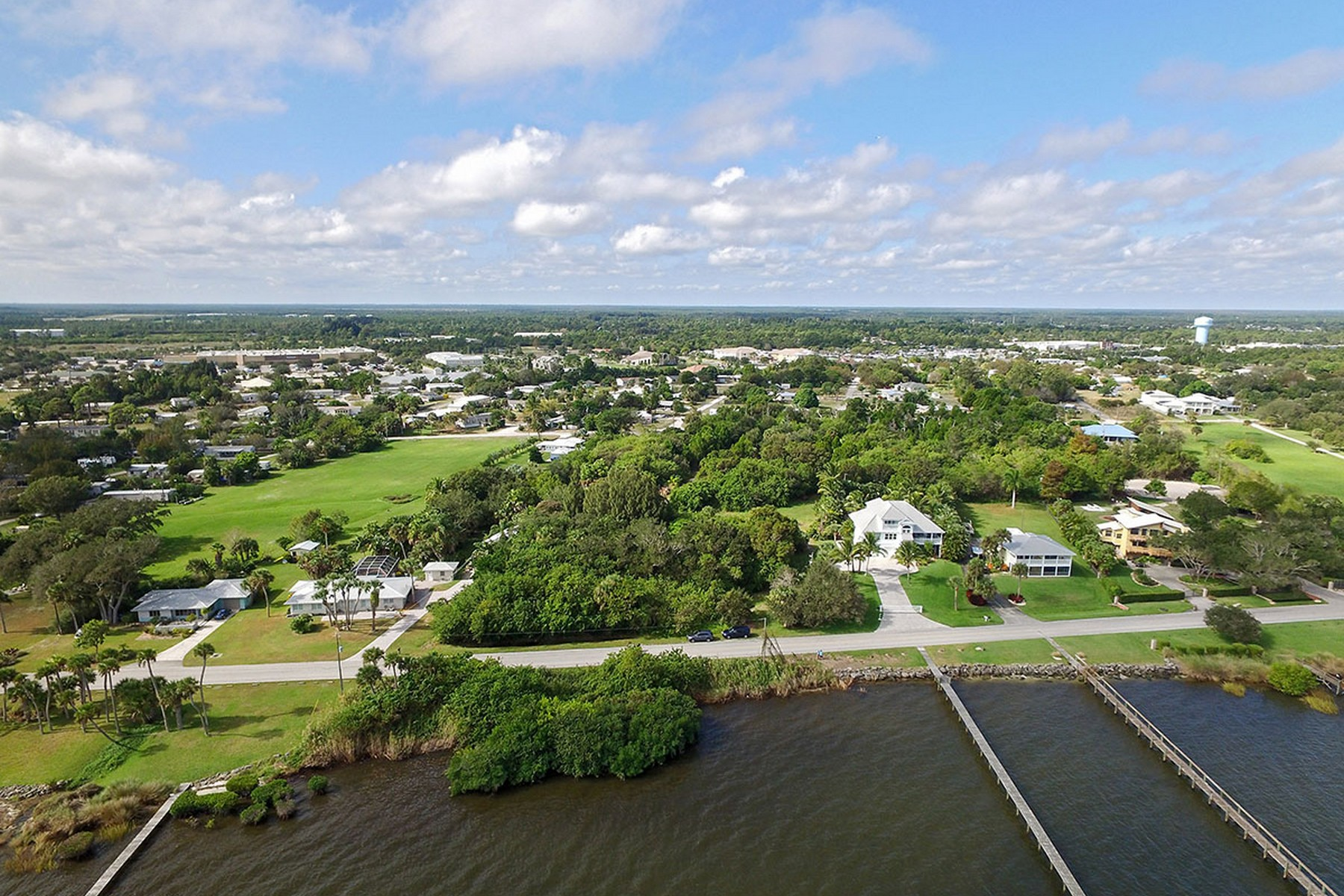 Terreno por un Venta en 6.5 Riverfront Acres 13095 N Indian River Drive Sebastian, Florida, 32958 Estados Unidos