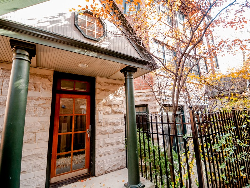 Single Family Home for Sale at Bright Lincoln Park Condo 2500 N Seminary Avenue Unit 5W Lincoln Park, Chicago, Illinois 60614 United States