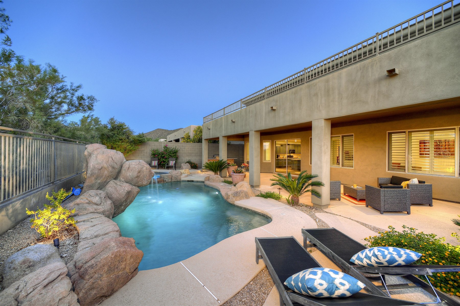 獨棟家庭住宅 為 出售 在 Gated Quiet Neighborhood Overlooks The McDowell Golf Course & McDowell Mountains 10634 E Sheena Drive Scottsdale, 亞利桑那州, 85255 美國