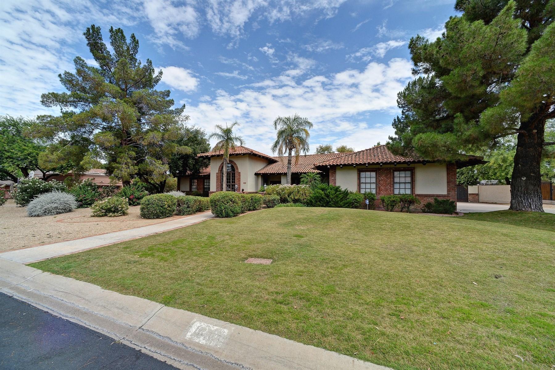 Vivienda unifamiliar por un Venta en Beautifully remodeled Paradise Valley home. 10401 N 48TH PL Paradise Valley, Arizona 85253 Estados Unidos
