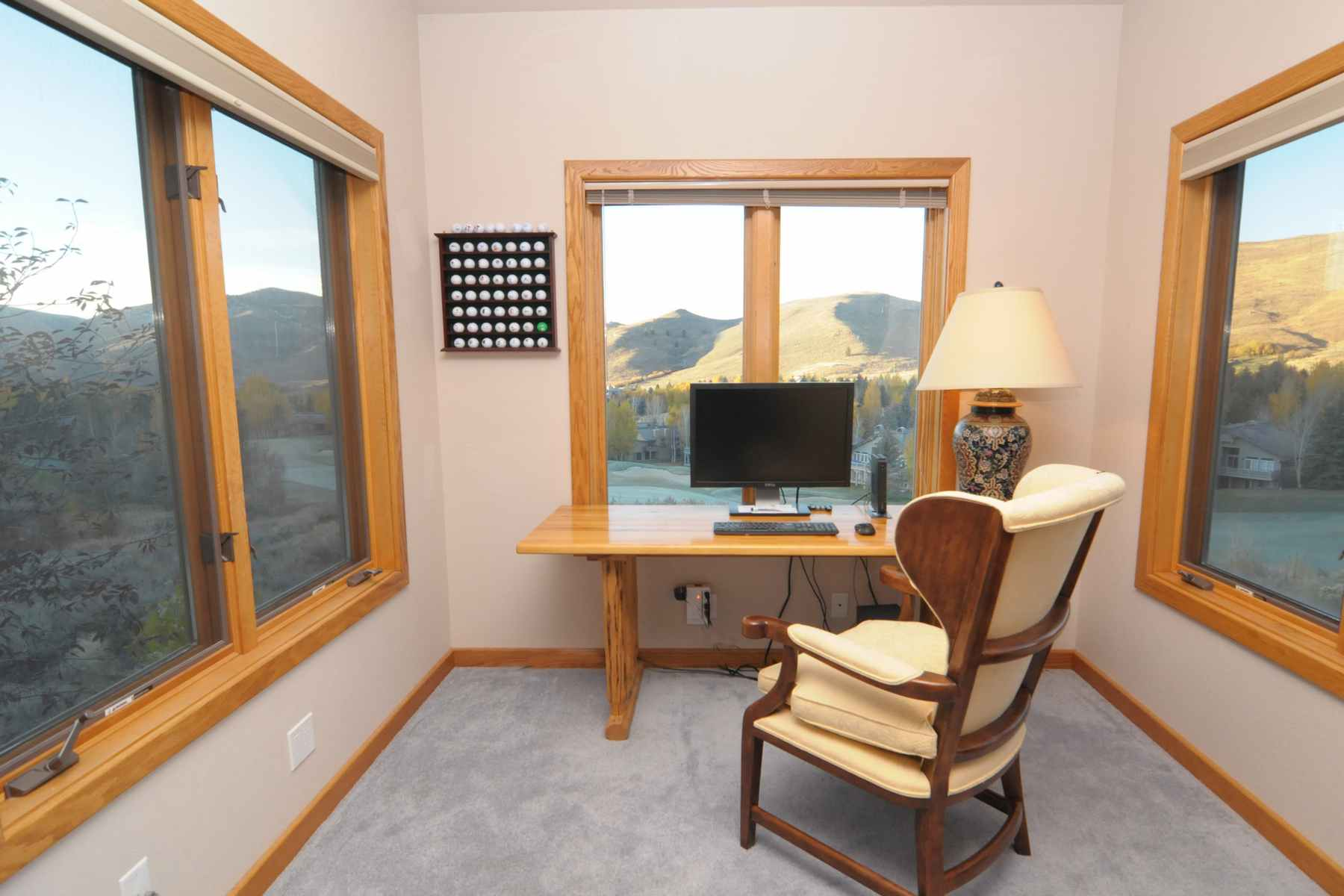 Additional photo for property listing at Elevated Golf Course Home 96 Elkhorn Road Sun Valley, Idaho 83353 Estados Unidos