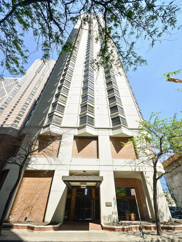 Single Family Home for Sale at Spectacular Condo 400 E Ohio Street Unit 1002 Chicago, Illinois 60611 United States