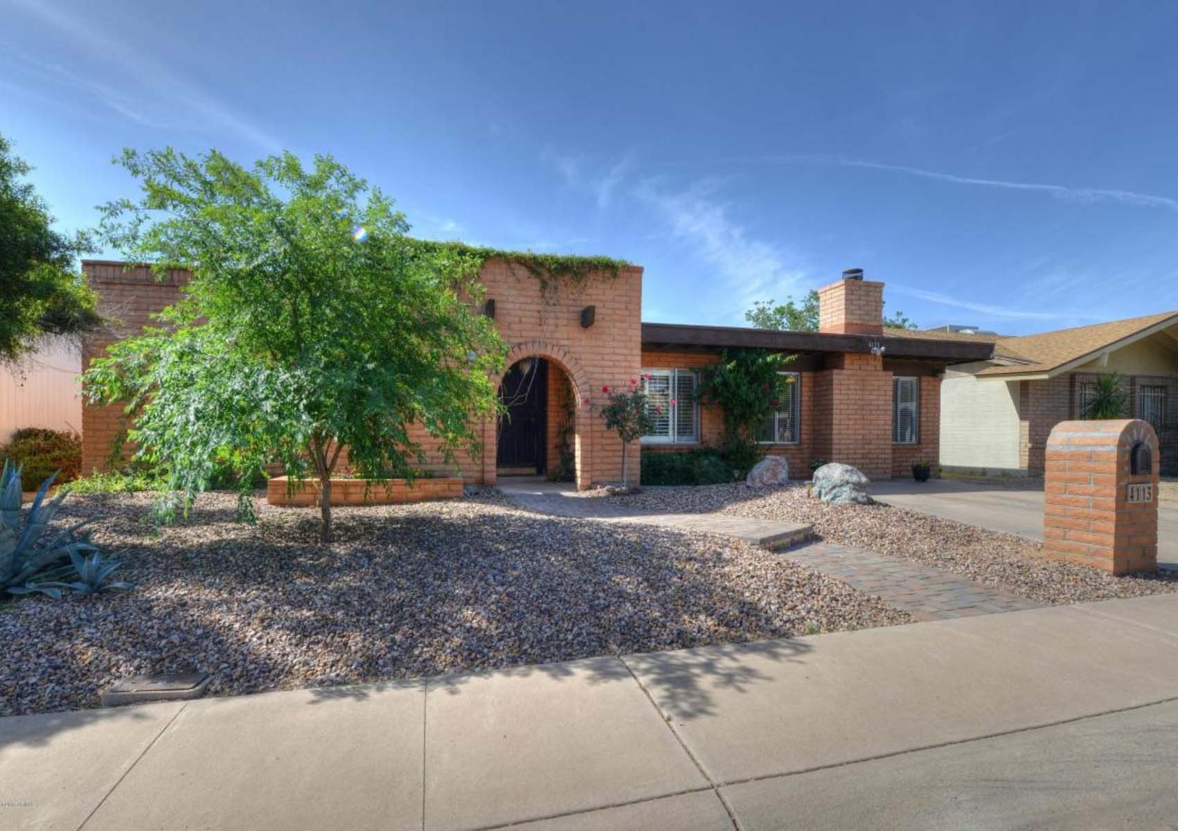 一戸建て のために 売買 アット Fantastic home situated in Phoenix yet in the desirable Scottsdale School Distri 4113 E COCHISE RD Phoenix, アリゾナ 85028 アメリカ合衆国
