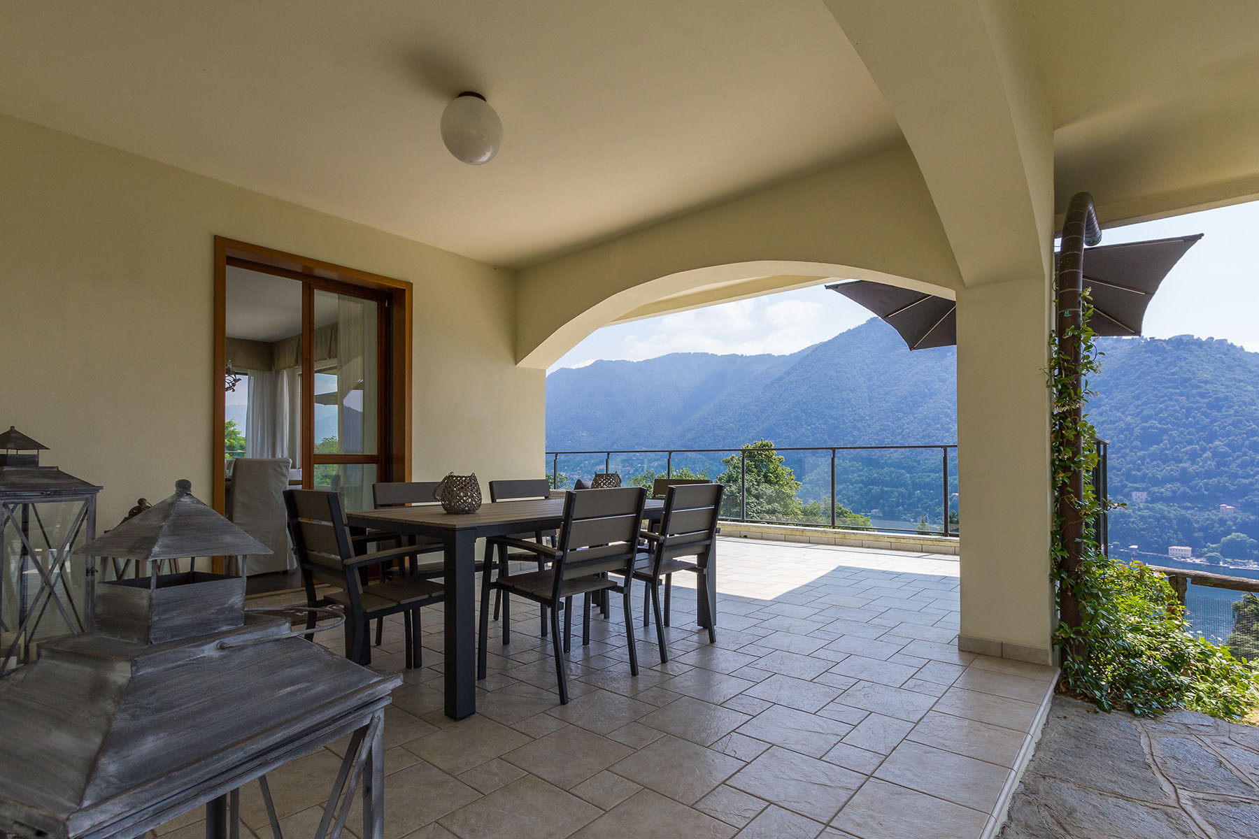 Additional photo for property listing at Authentic luxury with incomparable panoramic view via Panoramica San Pietro Como, Como 22100 Italia