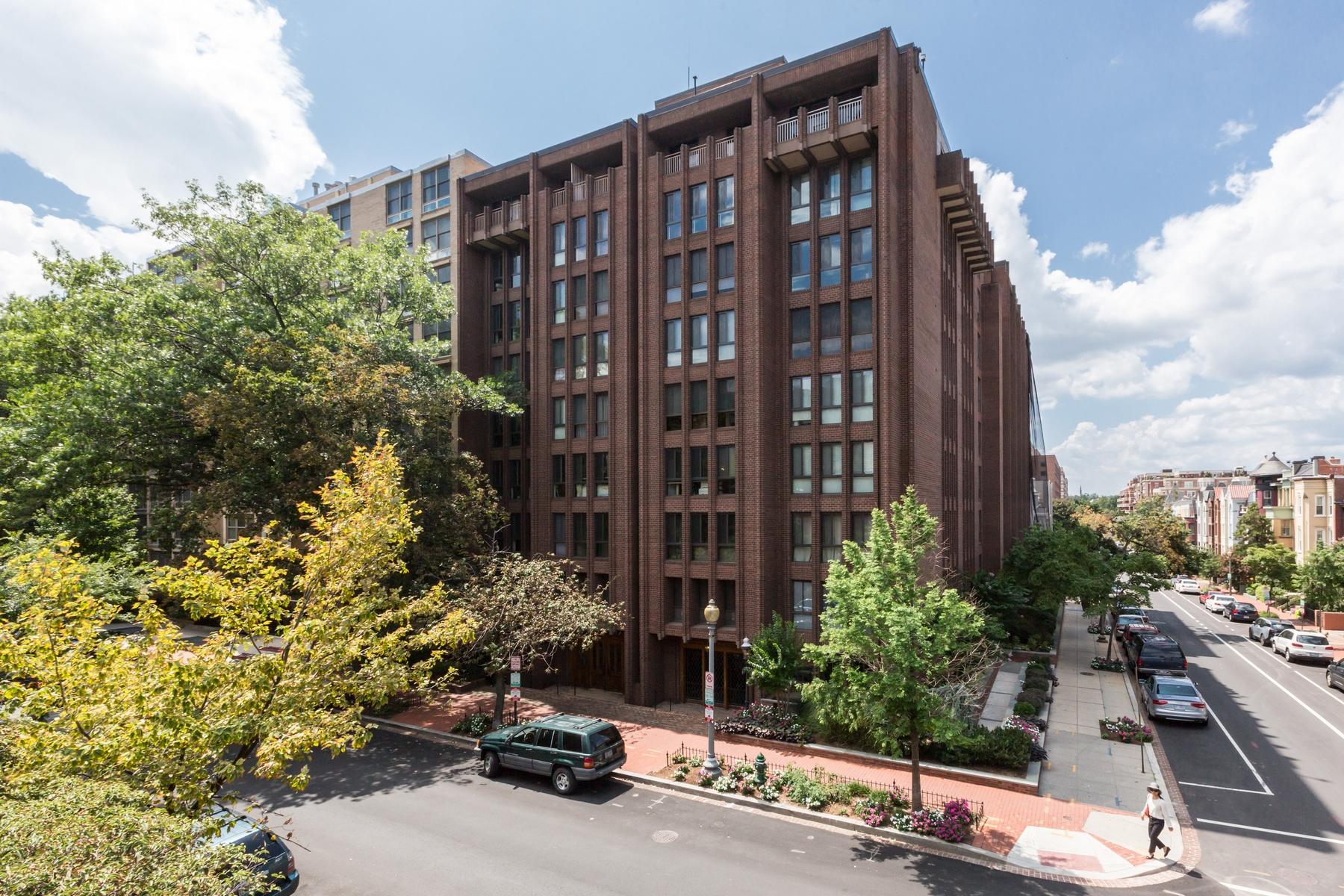 共管式独立产权公寓 为 销售 在 The St. George 1280 21st Street NW #208 Washington, 哥伦比亚特区 20036 美国
