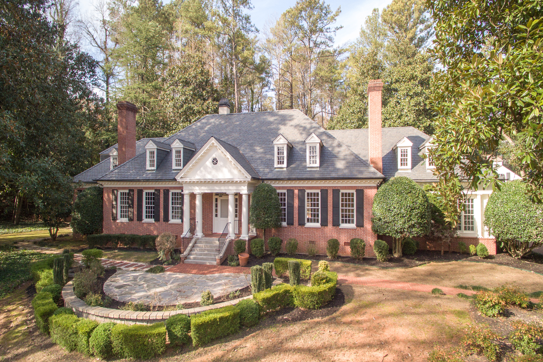 Vivienda unifamiliar por un Venta en Wonderful Estate Lot In Fabulous Location 549 Broadland Road NW Buckhead, Atlanta, Georgia 30327 Estados Unidos