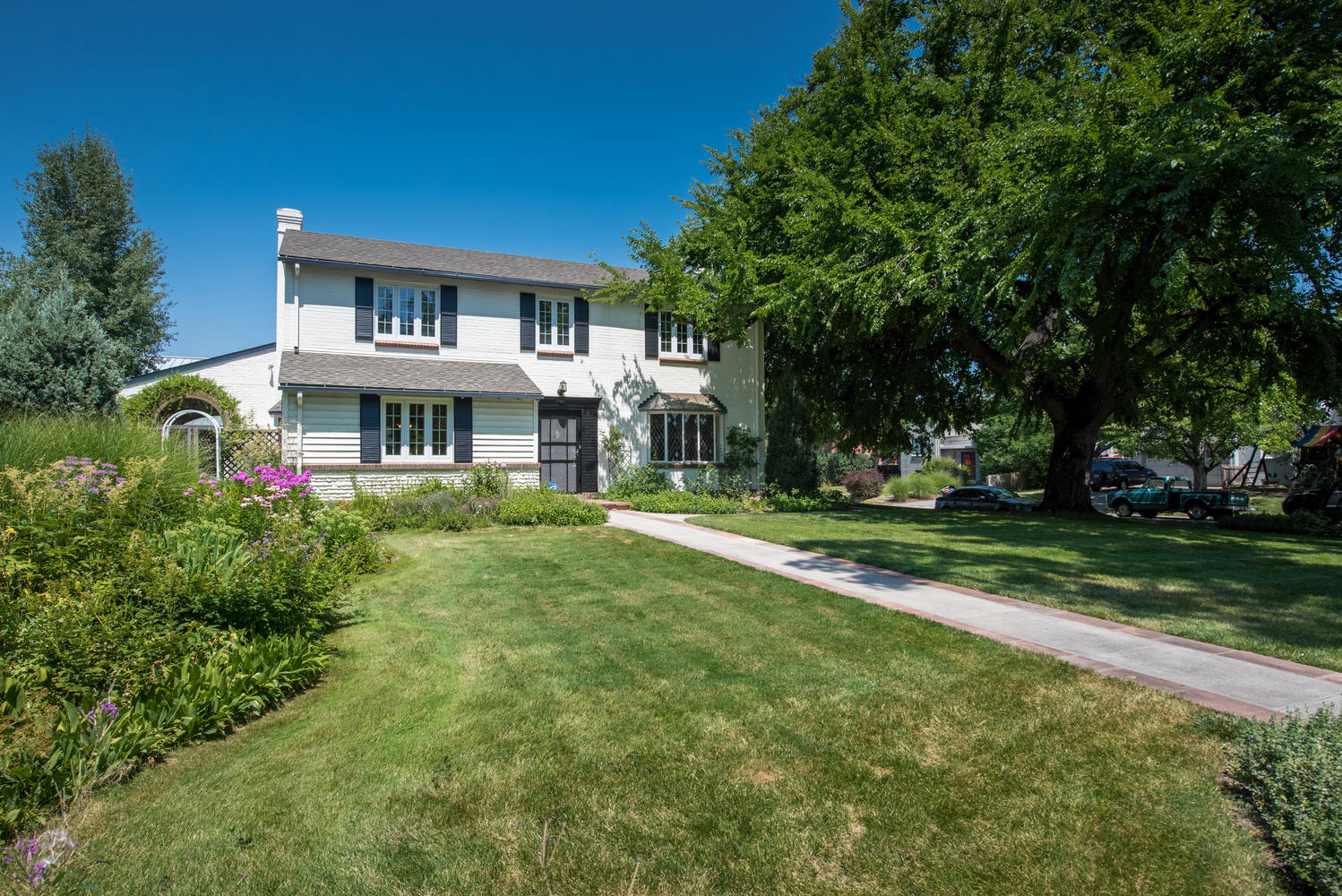 Single Family Home for Sale at Classic New England Style Colonial 5745 East 6th Avenue Parkway Denver, Colorado, 80220 United States