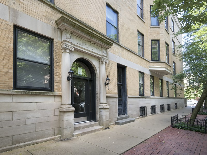 Condominium for Sale at Sun-Filled Spacious Condo 211 W St Paul Avenue #3 Near North Side, Chicago, Illinois 60614 United States