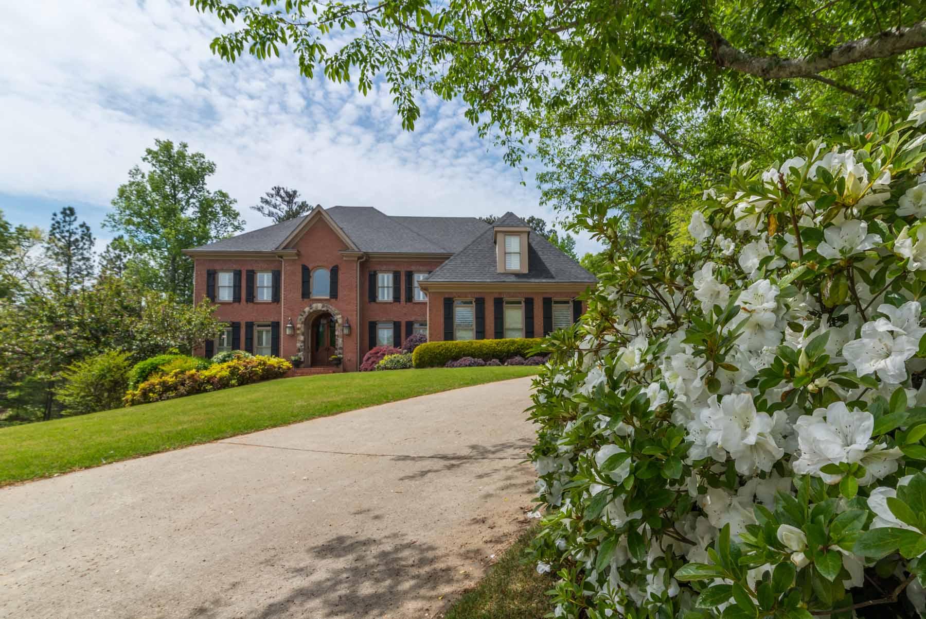 Villa per Vendita alle ore Impeccable Home at Golf Club of Georgia 1155 Admiral Crossing Alpharetta, Georgia, 30005 Stati Uniti