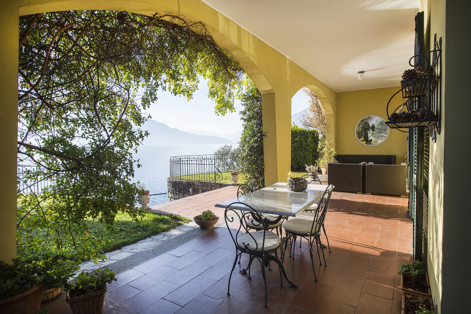Additional photo for property listing at Extraordinary modern villa with infinity pool Via Statale Regina Other Como, Como 22010 Italy