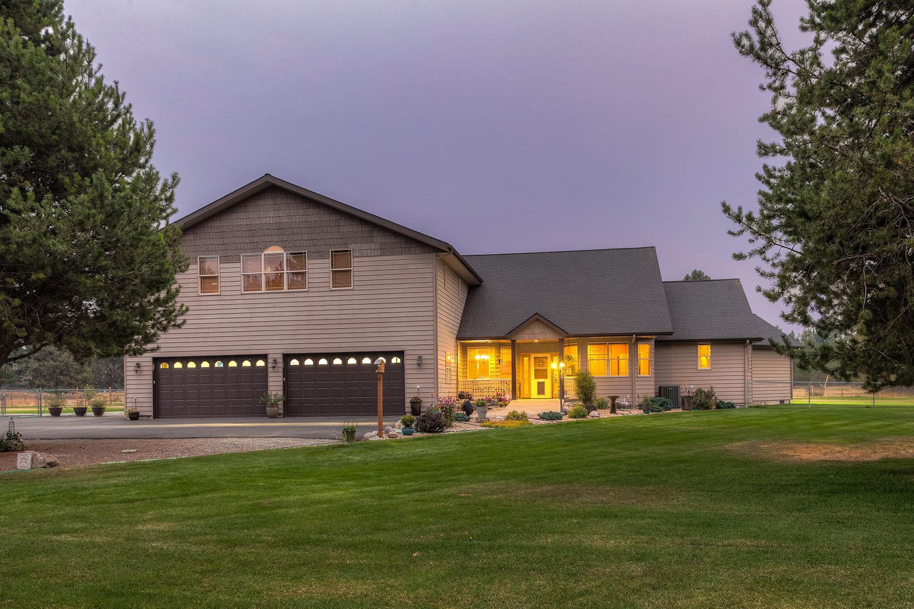 단독 가정 주택 용 매매 에 Beautiful Home on 5 Acres 1714 W Garwood Rd Rathdrum, 아이다호 83858 미국