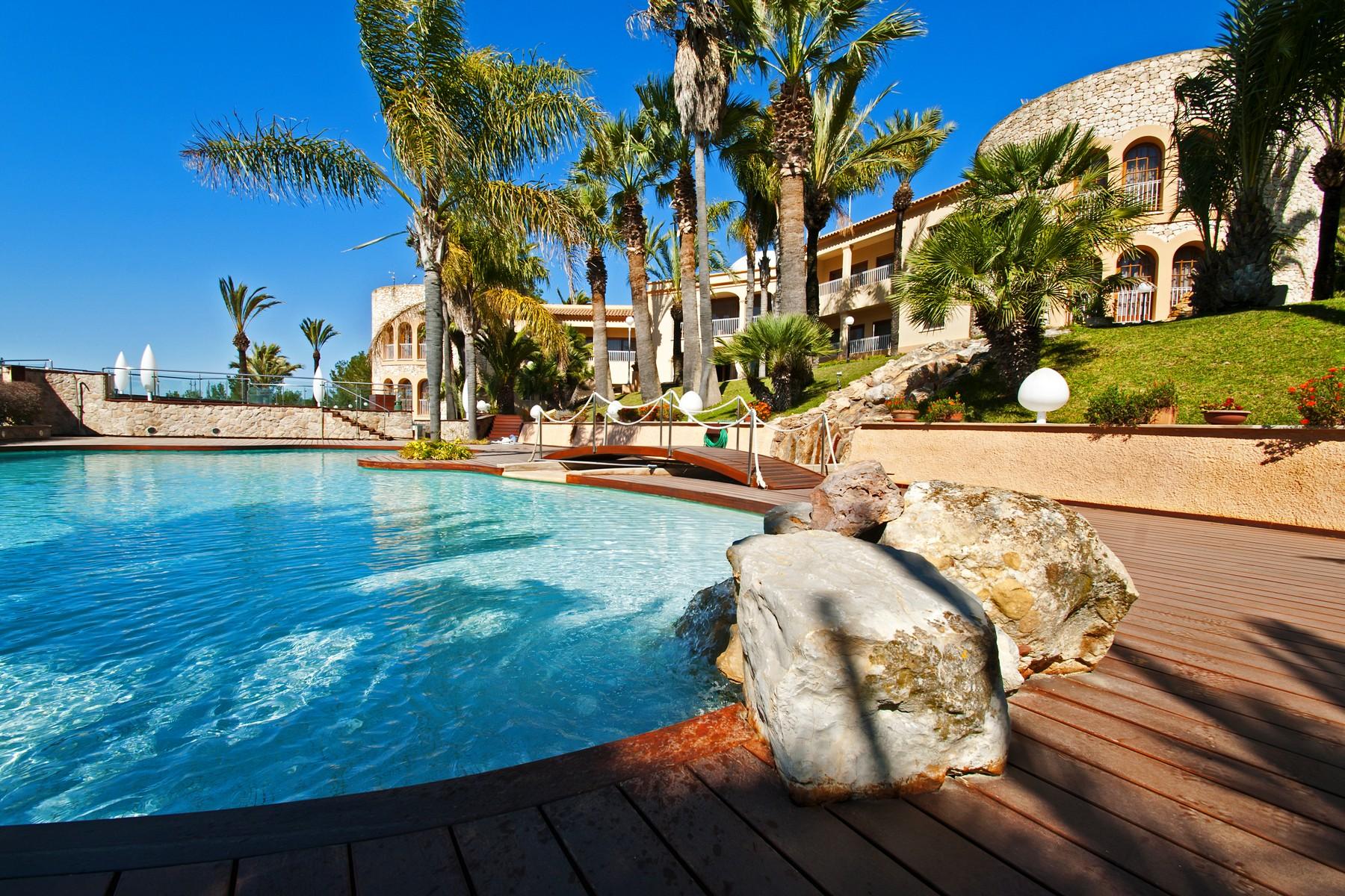 Maison unifamiliale pour l Vente à Impressive Mansion Oriented To The Southwest Santa Eularia, Ibiza, 07819 Espagne