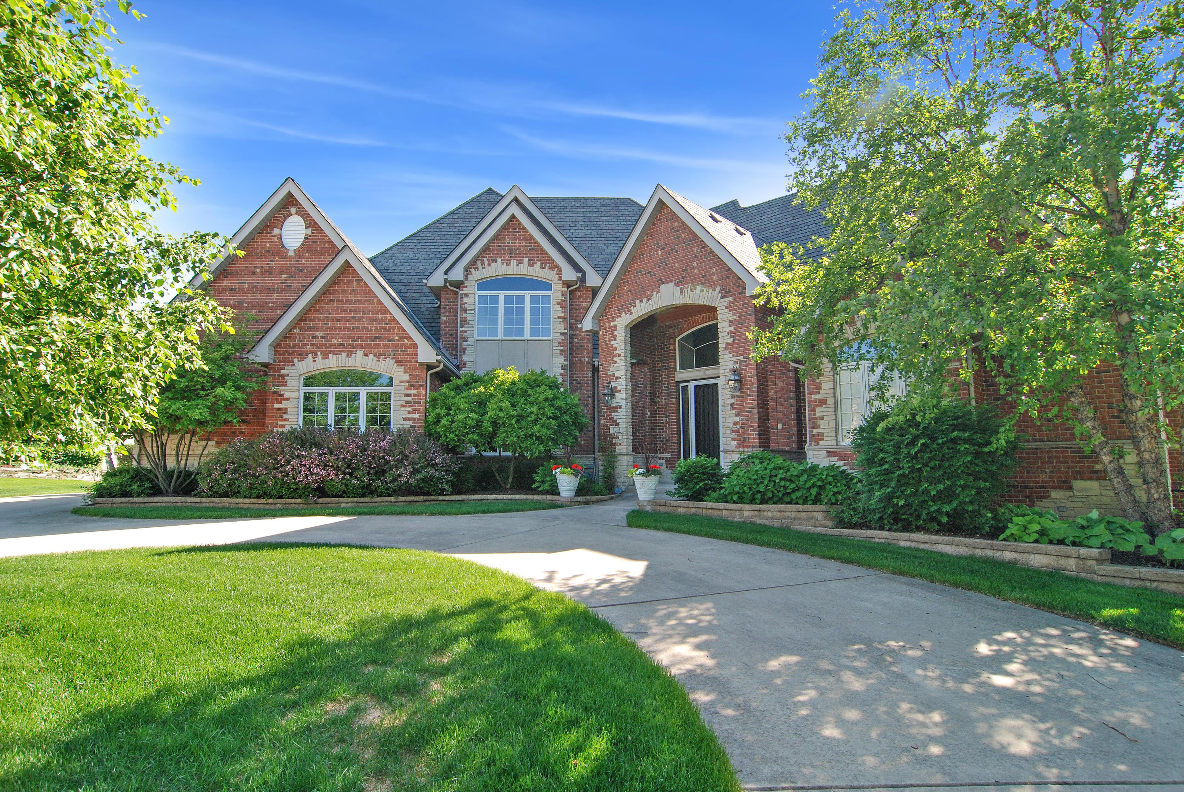 Maison unifamiliale pour l Vente à 8070 Greenbriar Burr Ridge, Illinois, 60527 États-Unis