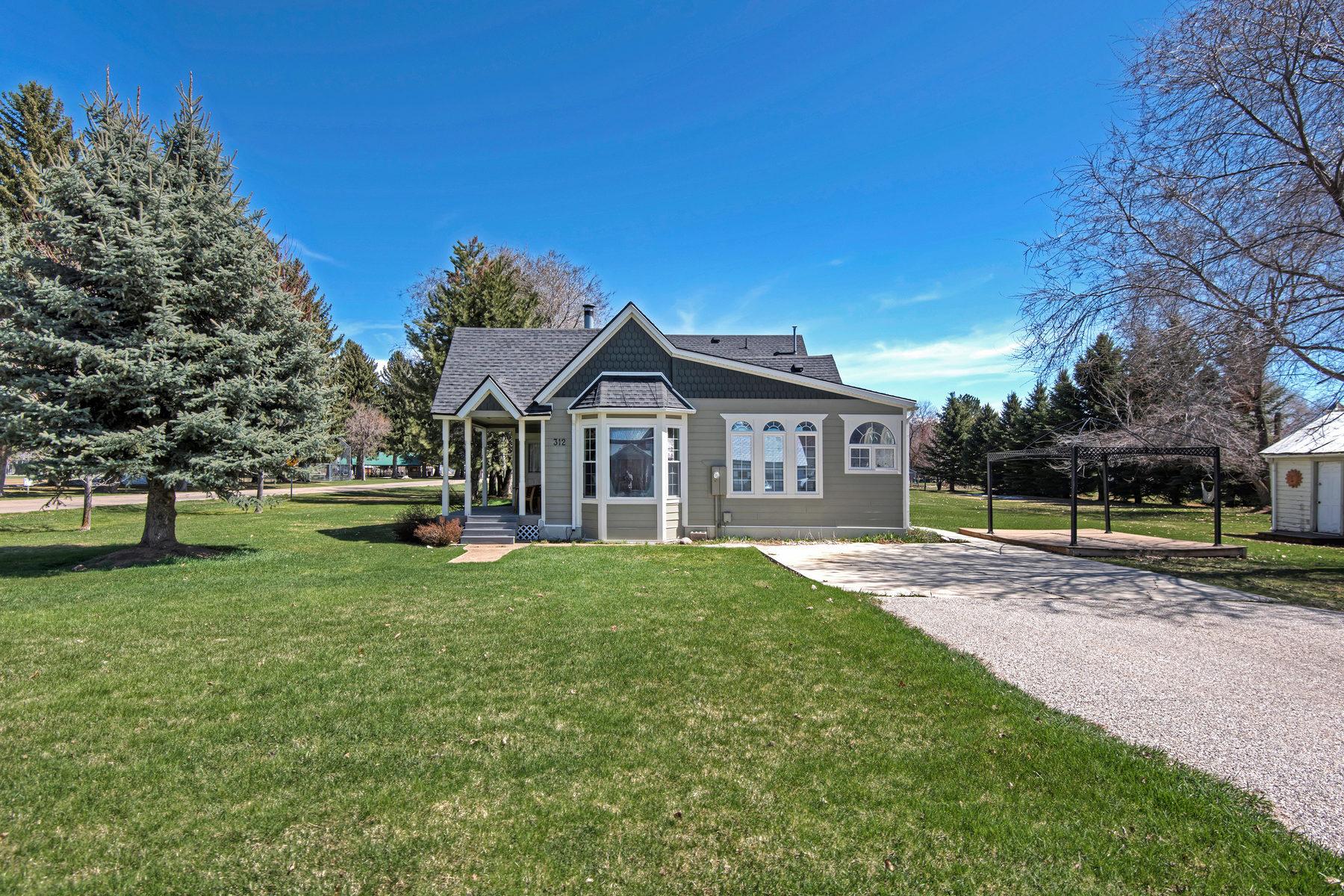独户住宅 为 销售 在 Historical Huntsville Home 312 S 7400 E 亨茨维尔, 犹他州, 84317 美国