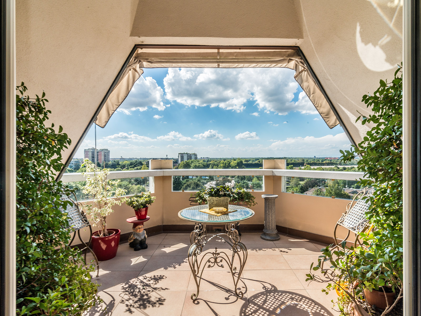 Additional photo for property listing at Unique penthouse in San Siro area Via Ippodromo Milano, Milan 20151 Italie