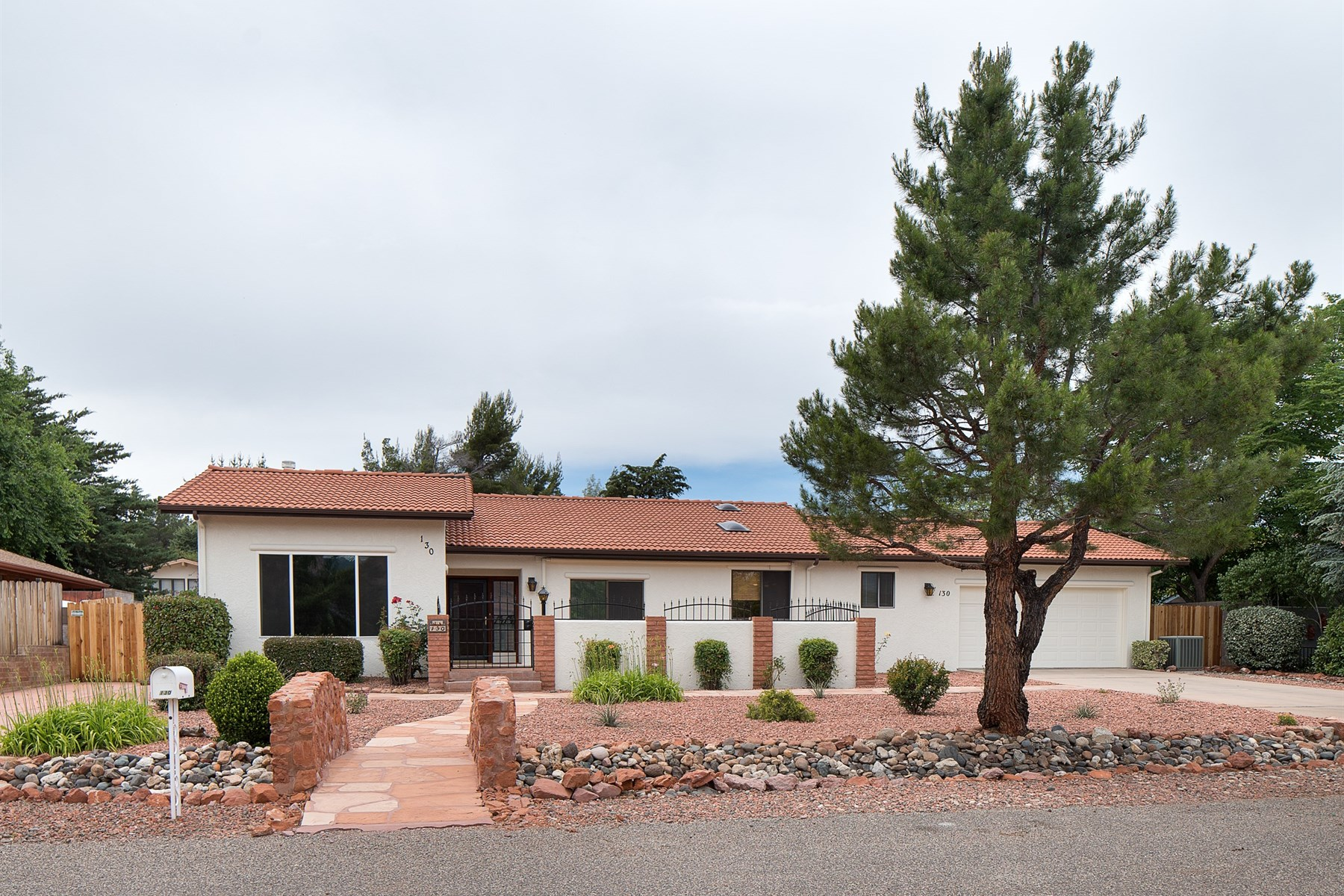 Single Family Home for Sale at A beautiful, updated home in a beautiful neighborhood 130 Tonto Rd Sedona, Arizona 86336 United States
