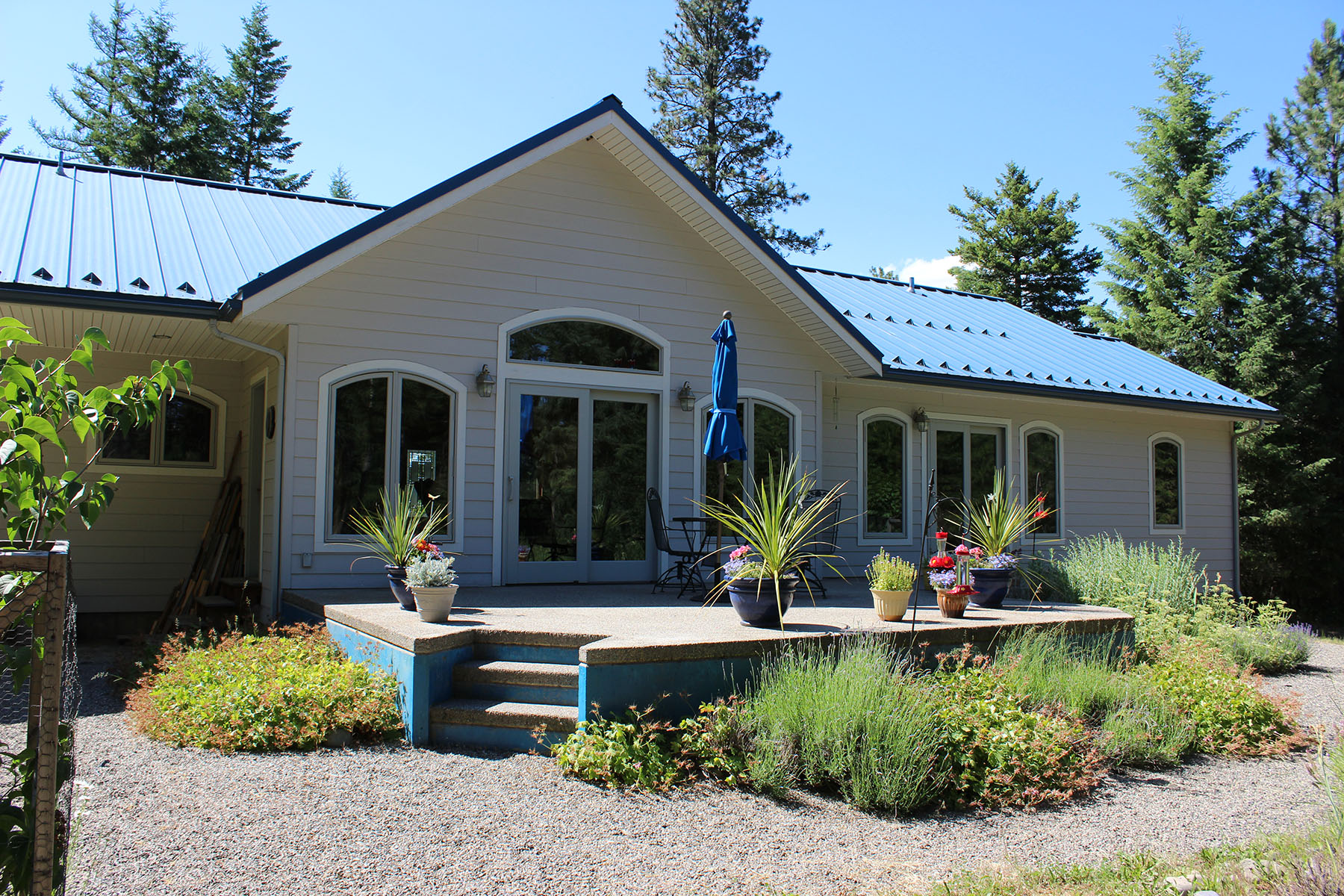Villa per Vendita alle ore Lovely Custom Home on 5.26 Acres 16 Basin Ln Moyie Springs, Idaho 83845 Stati Uniti