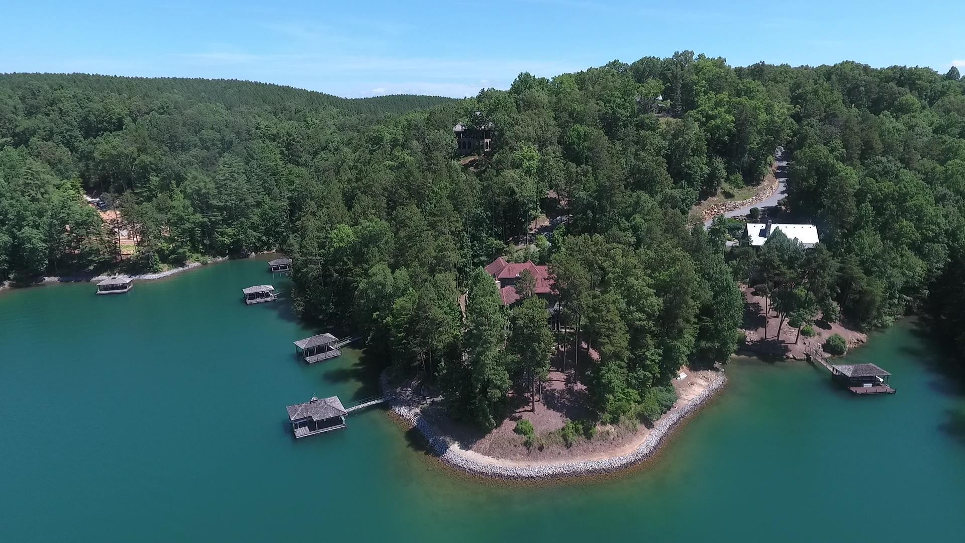 Villa per Vendita alle ore Expansive Views from this Waterfront Home by Keith Summerour 136 S. Falls Road The Reserve At Lake Keowee, Sunset, Carolina Del Sud, 29685 Stati Uniti