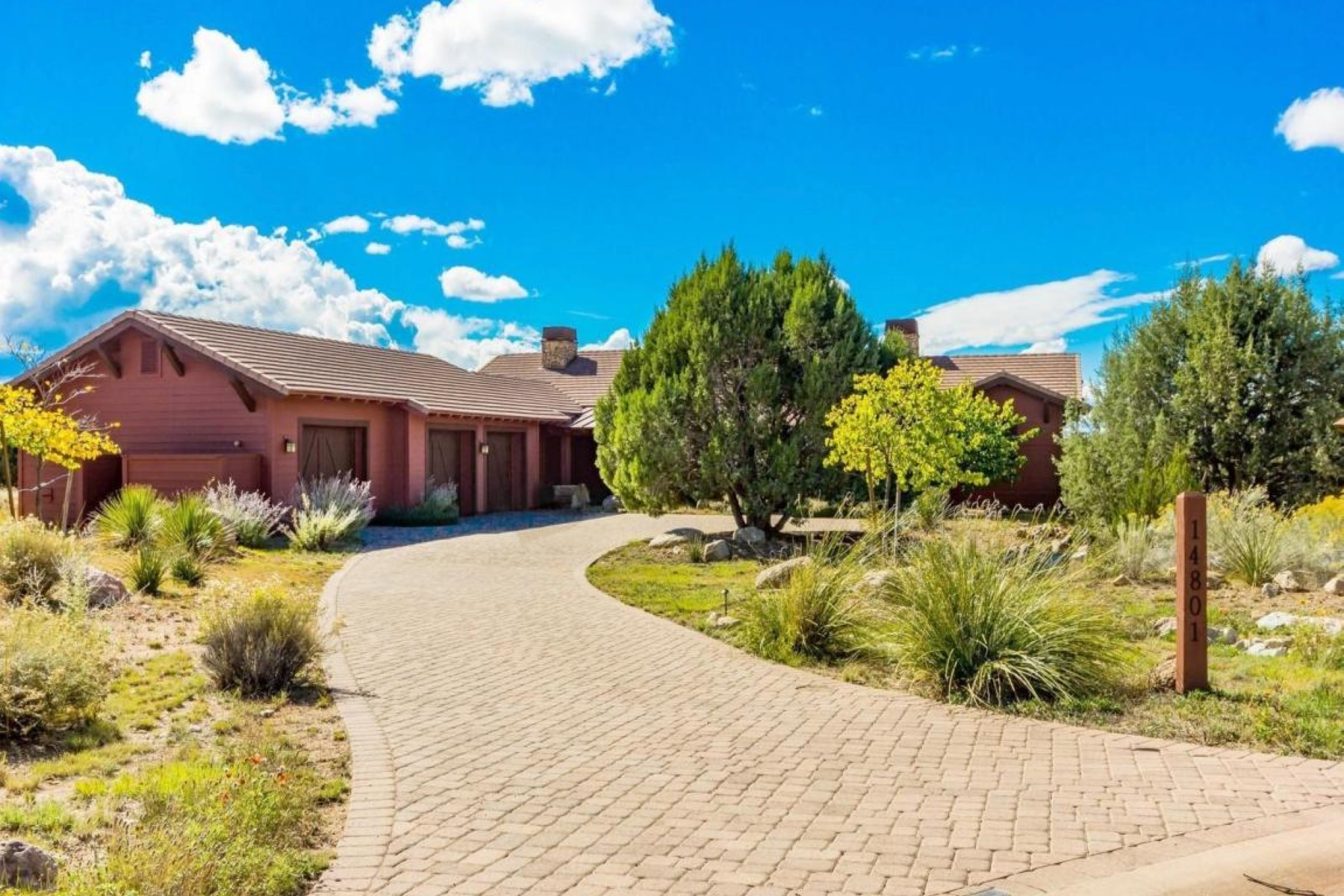 Single Family Home for Sale at Gorgeous Golf Course setting with Panoramic Views 14801 N Dragons Breath Prescott, Arizona, 86305 United States