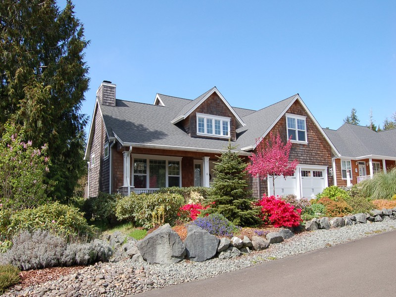 Maison unifamiliale pour l Vente à Beautifully Crafted Home 10435 Pine Ridge Drive Manzanita, Oregon 97130 États-Unis