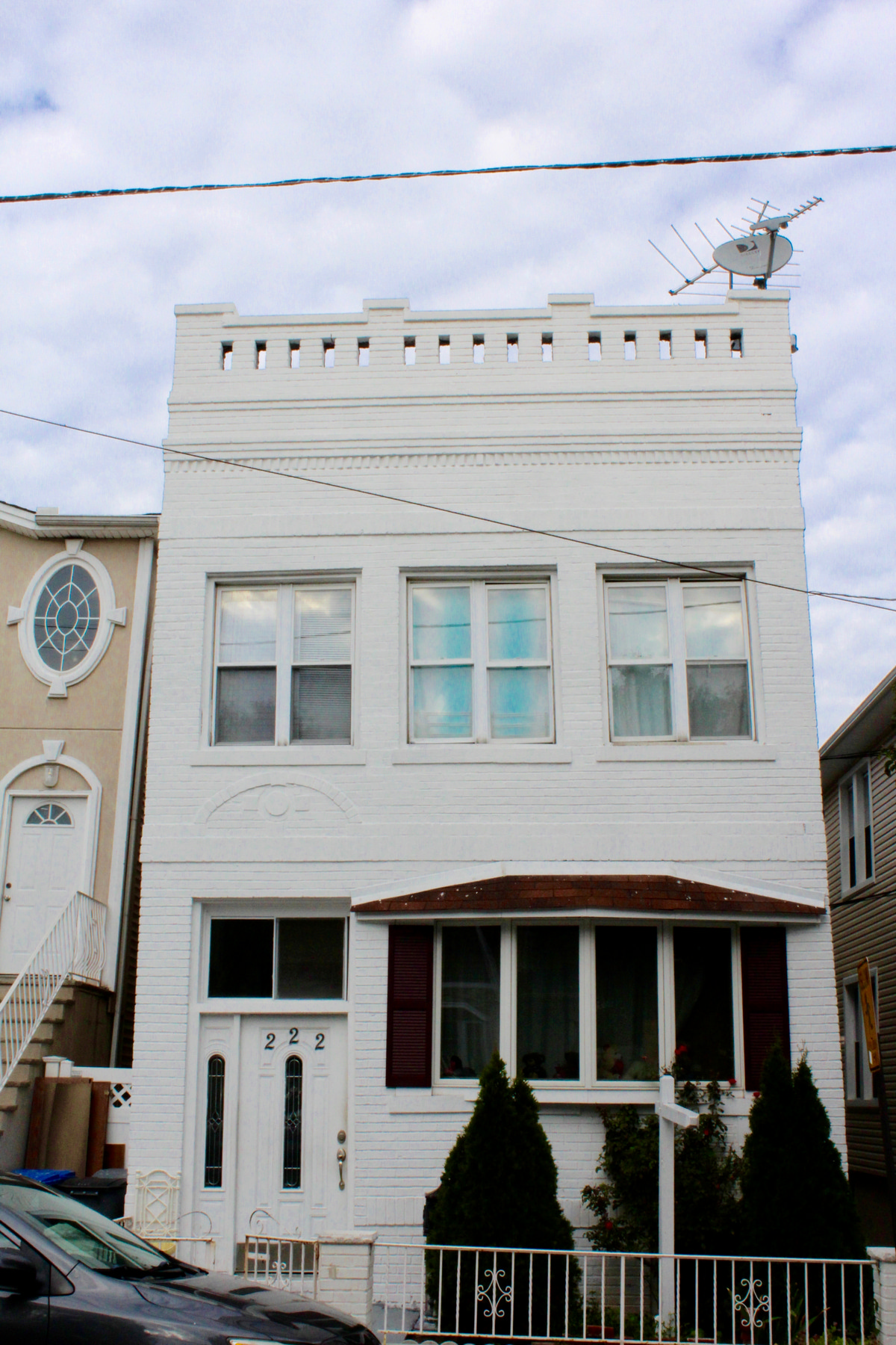 多户住宅 为 销售 在 Two-family income property in desirable area of North Bergen. 222 75th Street 北伯根, 07047 美国