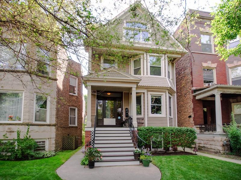 Кооперативная квартира для того Продажа на Incredible North Center Condo 4327 N Damen Avenue Unit 1 North Center, Chicago, Иллинойс 60618 Соединенные Штаты