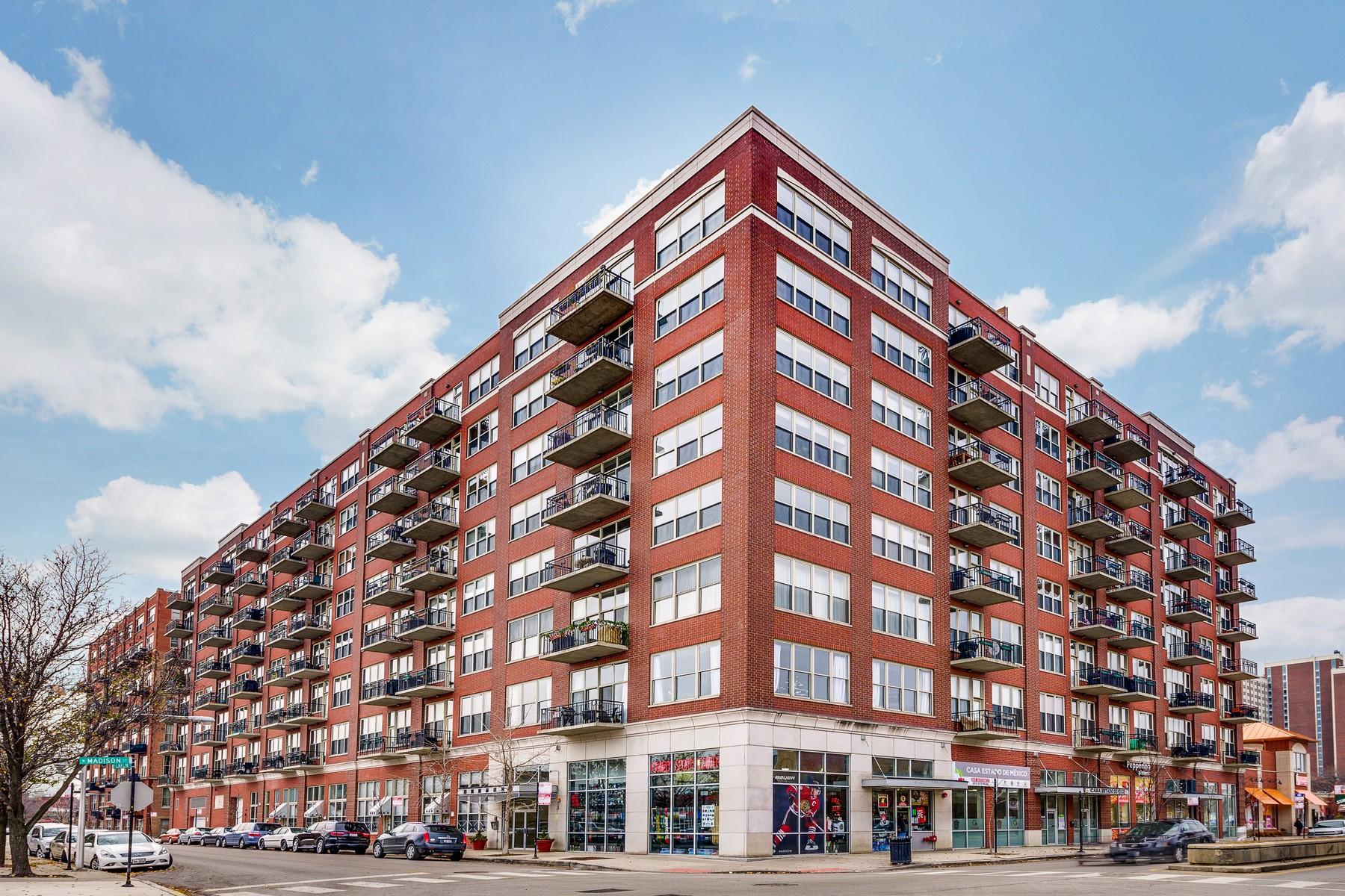 Kat Mülkiyeti için Satış at West Loop Duplex Loft 6 S Laflin Street Unit 108S Near West Side, Chicago, Illinois 60607 Amerika Birleşik Devletleri