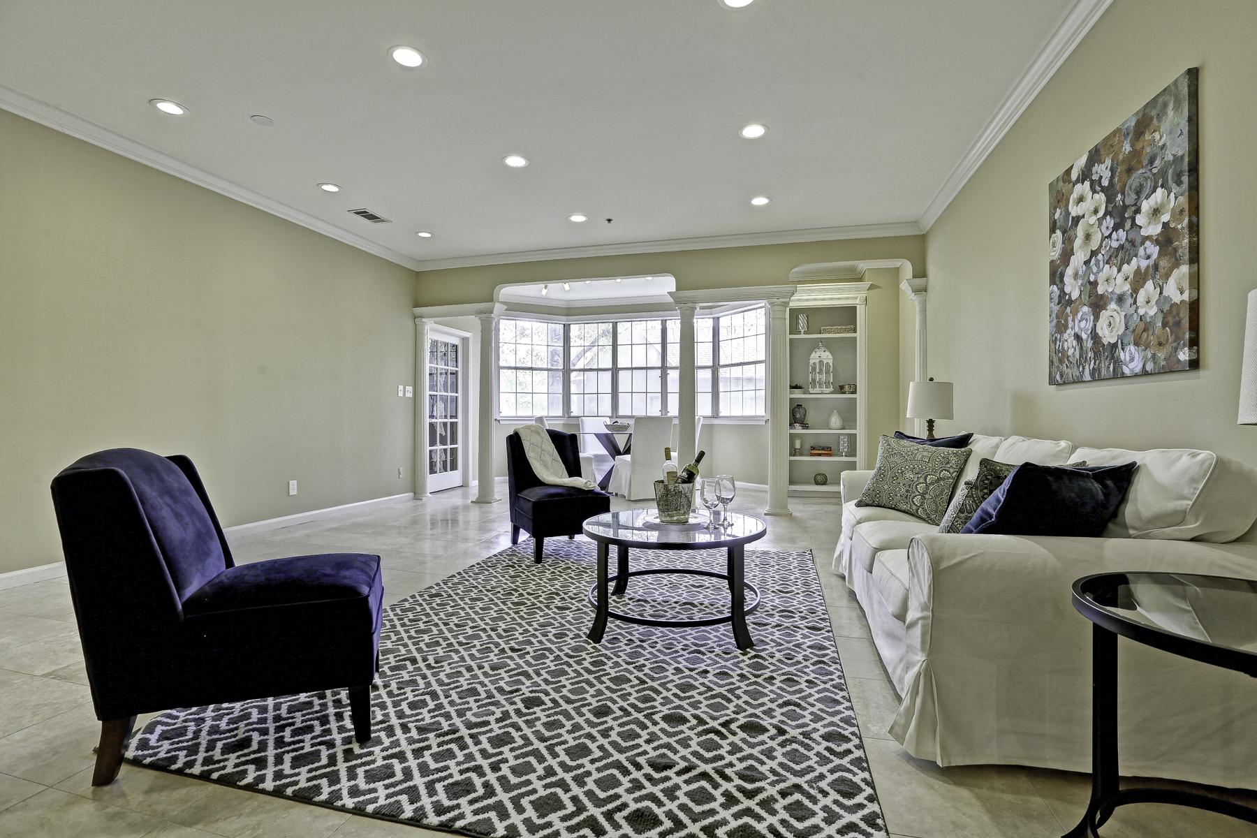 Nhà chung cư vì Bán tại Spacious Light-filled Upgraded Condo With Timeless Elegance 2499 Peachtree Road NE Unit 201 Atlanta, Georgia, 30305 Hoa Kỳ