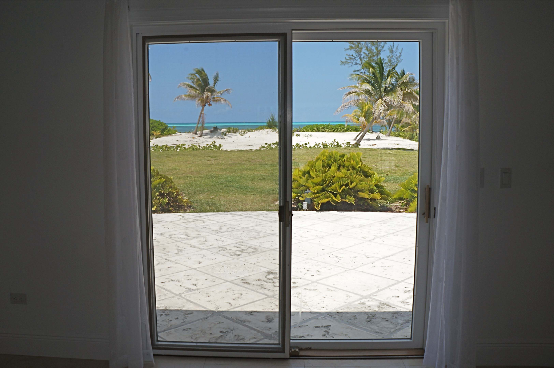 Additional photo for property listing at Blue Vue - Beachfront Home Spanish Wells, Eleuthera Bahamas