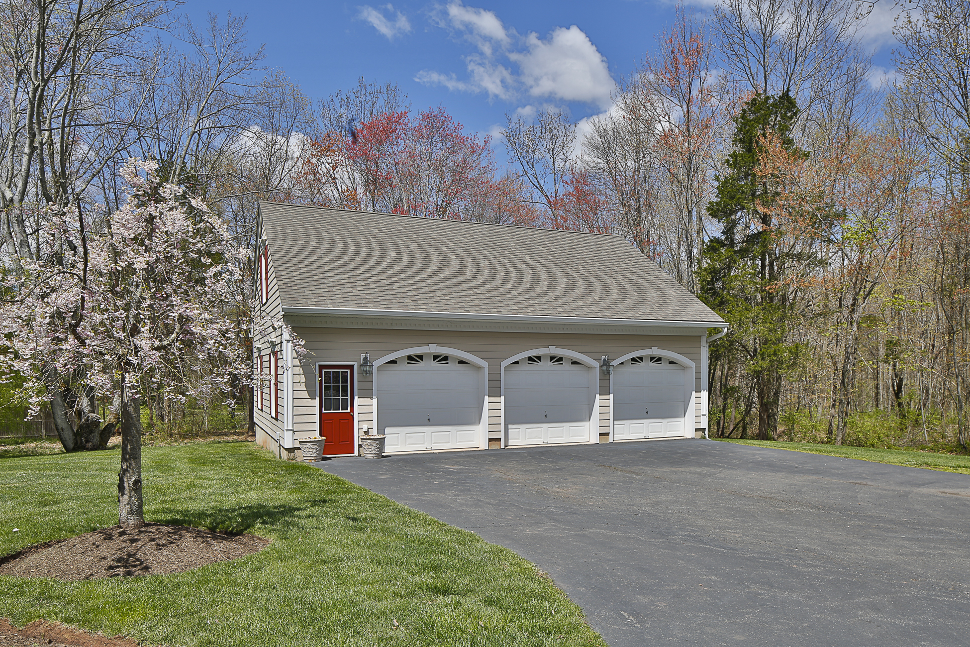 Additional photo for property listing at Nothing Is Comparable In The Princeton Area! - Montgomery Township 23 Birchwood Drive Princeton, Nueva Jersey 08540 Estados Unidos