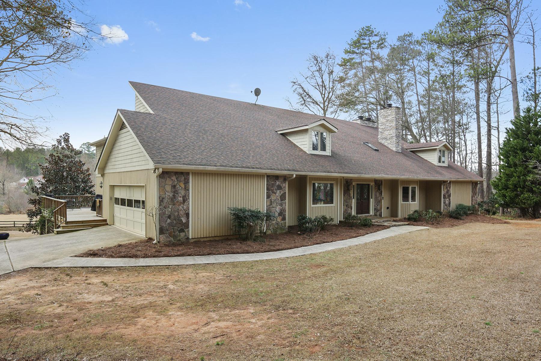 Maison unifamiliale pour l Vente à Serene Private 10 Acre 8 Bedroom Equestrian Property Just Minutes From Hwy. 85 1004 Mill Creek Run Suwanee, Georgia, 30024 États-Unis