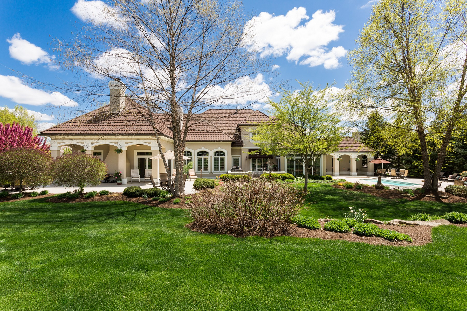 Single Family Home for Sale at Extraordinary Home 6521 Woodworth Court Indianapolis, Indiana 46237 United States