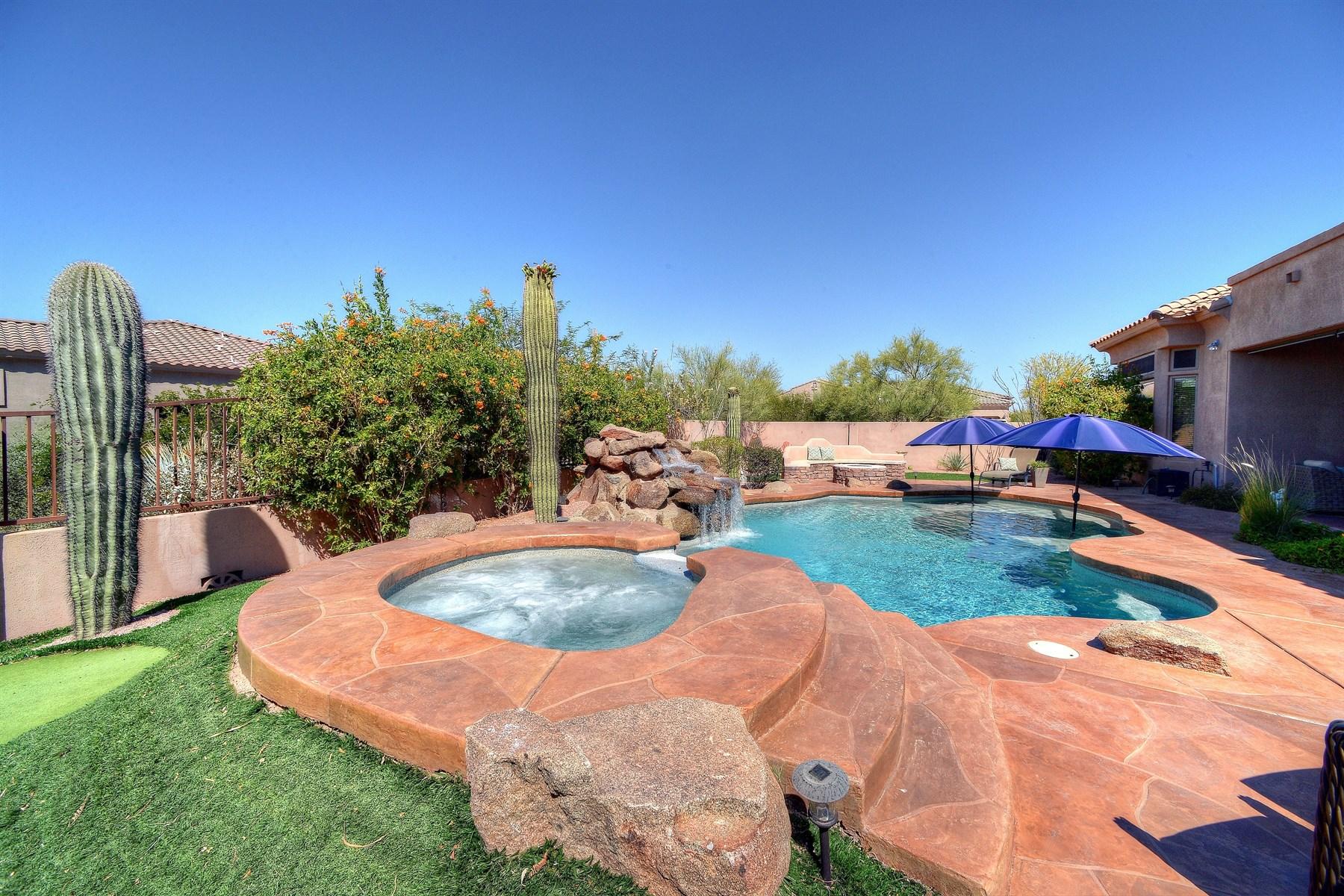 Maison unifamiliale pour l Vente à Beautiful Madrid Community home 8909 E Nora Cir Mesa, Arizona, 85207 États-Unis