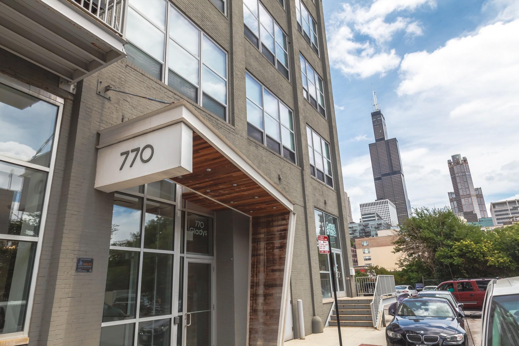 コンドミニアム のために 売買 アット Spacious Timber Loft 770 W Gladys Avenue Unit 402 Near West Side, Chicago, イリノイ, 60661 アメリカ合衆国