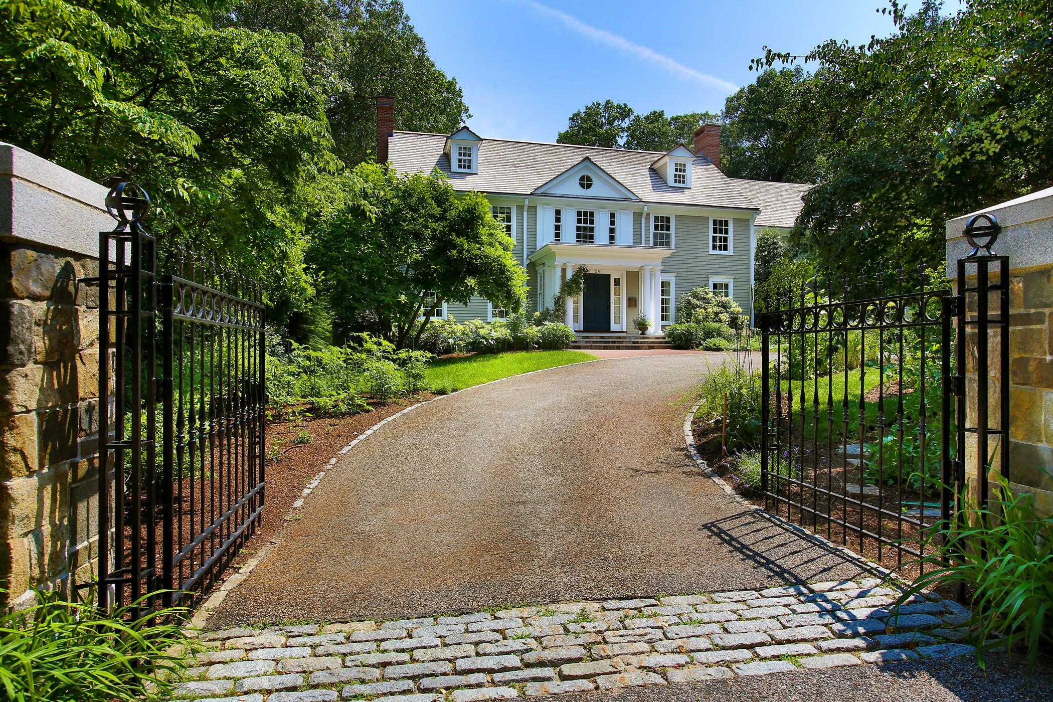 Частный односемейный дом для того Продажа на Estate Minutes from Downtown Boston 54 Myopia Rd Winchester, Массачусетс, 01890 Соединенные Штаты