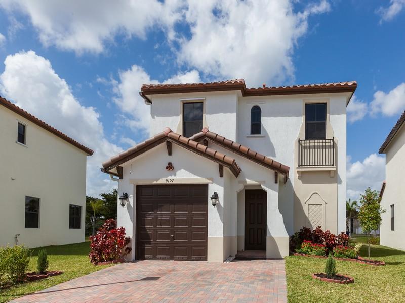 Casa Unifamiliar por un Venta en 9197 SW 34th Ct. Miramar, Florida 33025 Estados Unidos
