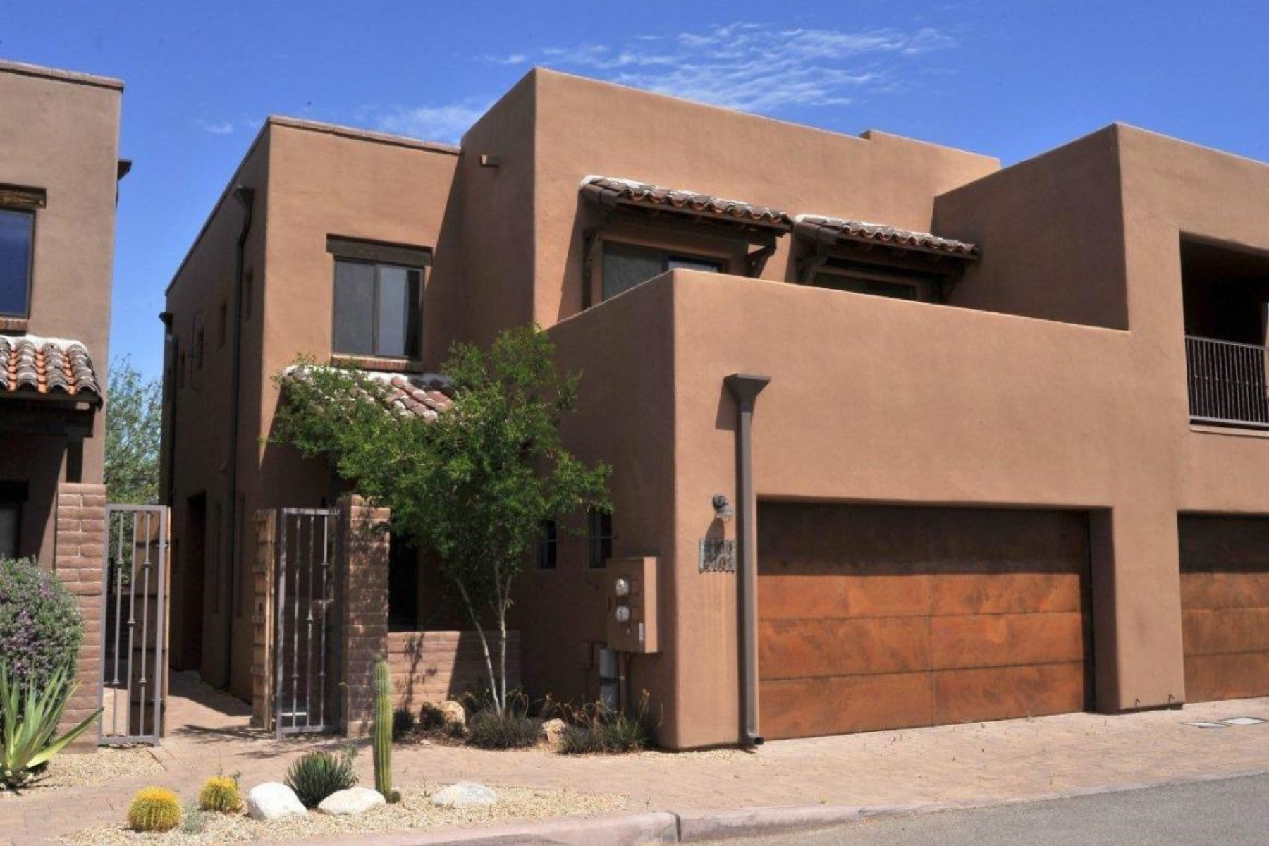 Vivienda unifamiliar por un Venta en Only one owner and rarely lived in, feels just like a brand new home. 4100 N Thurston Lane 101 Tucson, Arizona 85705 Estados Unidos
