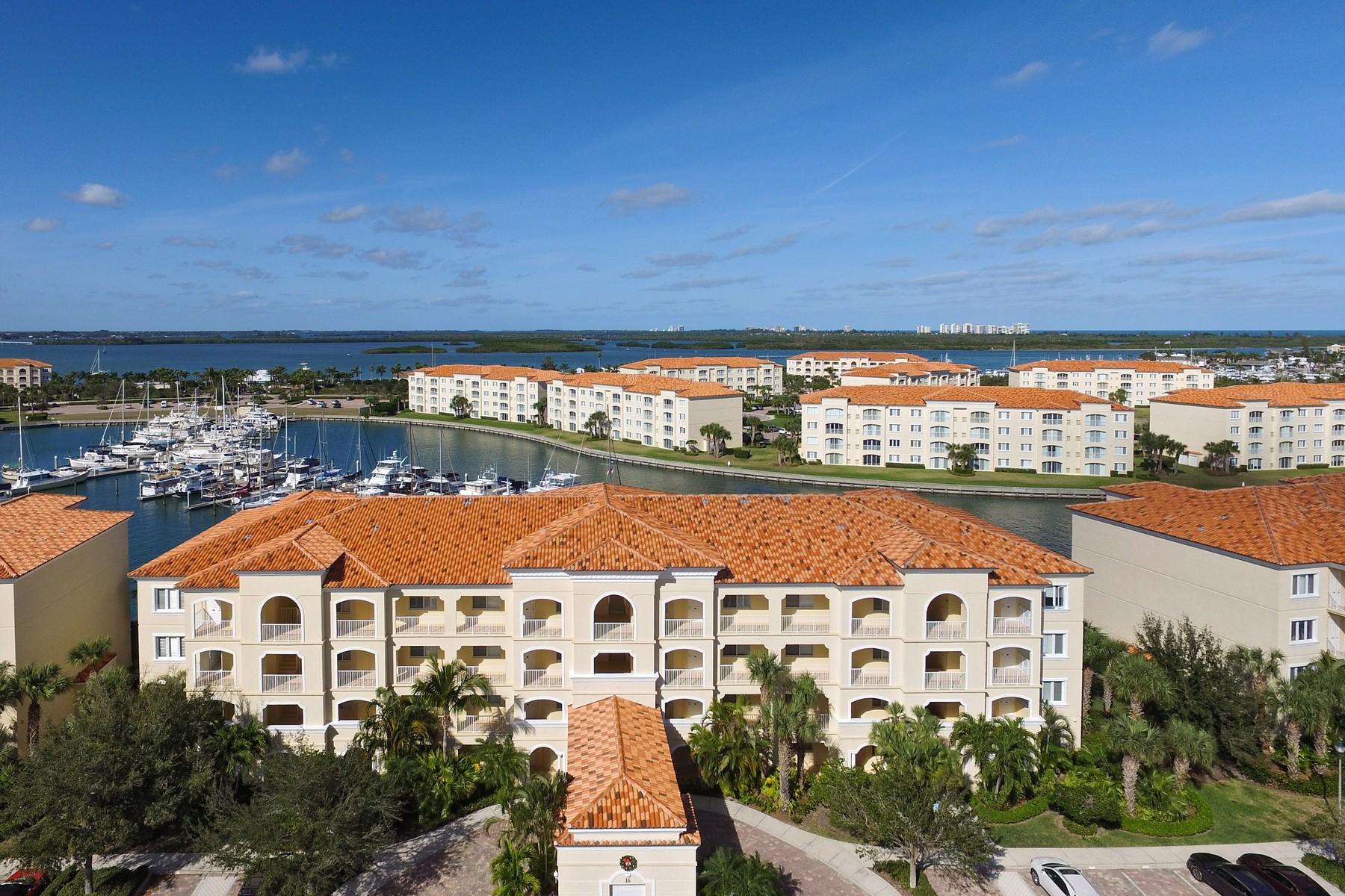 Condominio per Vendita alle ore Harbor Isle Condominium 16 Harbour Isle West #203 Fort Pierce, Florida, 34949 Stati Uniti